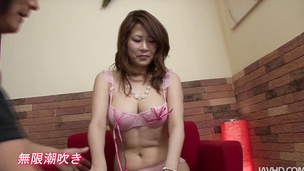 Oriental chick Yuki Aida finger-bang vibrated with the magic wand