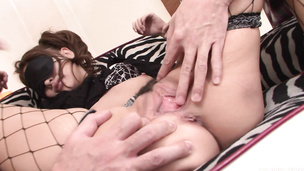 Threesome with a Kurachi Rika sucking on the dicks
