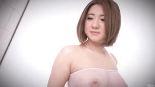 Alice Ozawa with big ass enjoys vibrator
