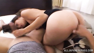 Succuent eastern girl strips her clothes and spreads cuchy