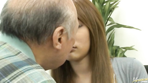 Charming Lara Mizuki is sucking his shlong with passion